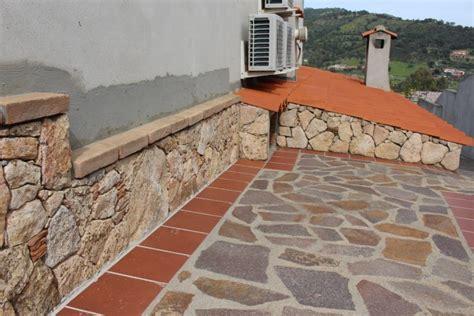 in pietra a vista l arte della pietra 187 zoccolatura in pietra con mattone a