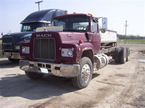 mack trucks for sale old mack trucks for sale girls wallpaper