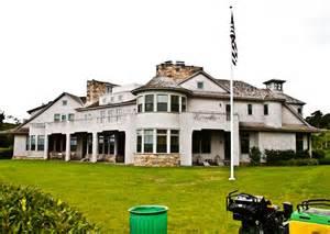 big homes commission s in big houses debated the vineyard