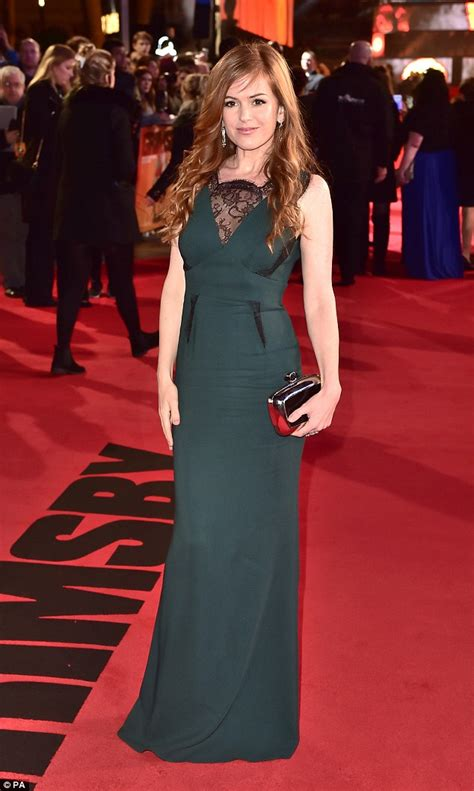 Borat Isla And Purple Dress by Isla Fisher Is Gorgeous In Green At Grimsby World Premiere