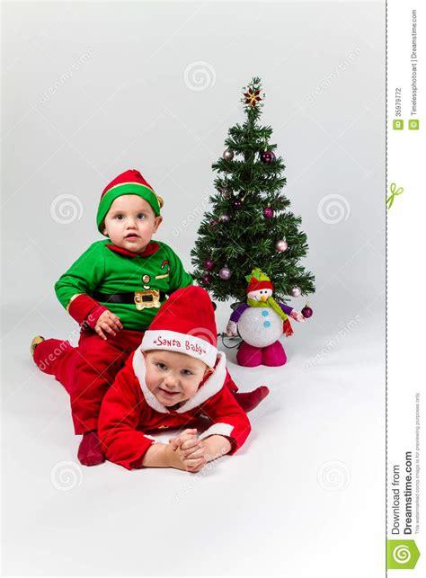 imagenes de bebes santa claus dos beb 233 s vestidos como santa claus y santas 233 l