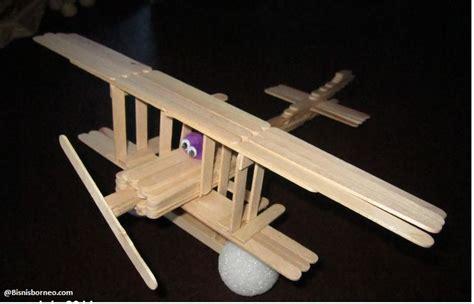 membuat pesawat mainan dari barang bekas 10 mainan kreatif dari barang bekas bisnis borneo
