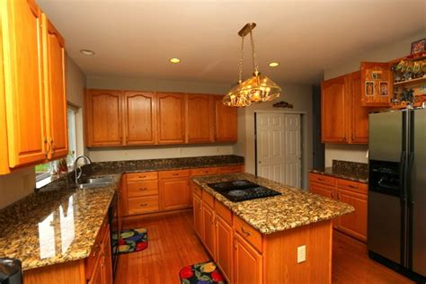 oak cabinets and granite yes they blend flawlessly