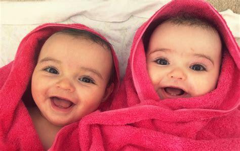 donna gemelli a letto come mettere a dormire i gemelli 8 consigli vita donna