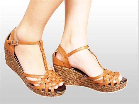 Model Sepatu Paskibra gambar sepatu pantofel wanita bertali paskibra warna hitam