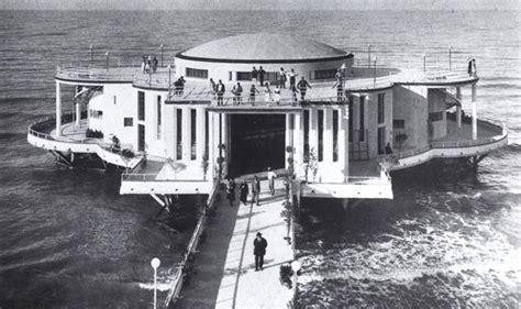 una rotonda sul mare testo un monumento sul mare retrovisore