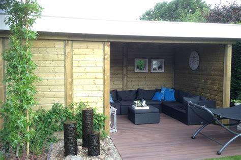 veranda vorm haus kleine tuin met houten overkapping nederweert