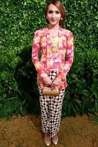 Kutu Baru Brukat model kebaya kutu baru brokat model baju muslimah batik