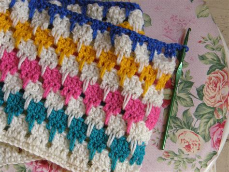 How To Crochet A Blanket by How To Crochet A Larksfoot Blanket Or An Arcade Blanket