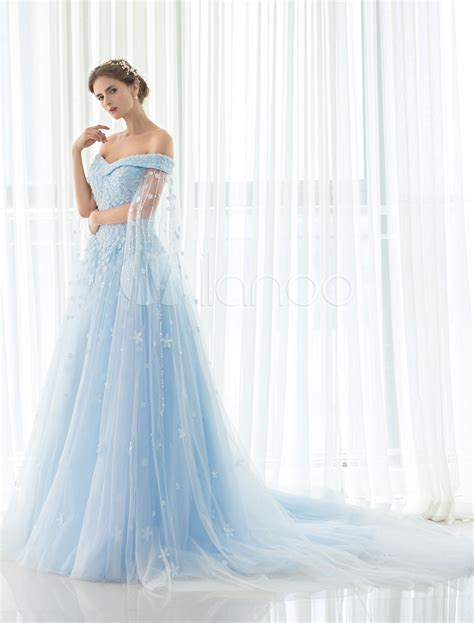 hochzeitskleid hellblau blue wedding dress lace flower applique off the shoulder