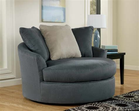 Swivel Arm Chairs Living Room Simple Living Room With Traditional Accent Chairs Home Furniture