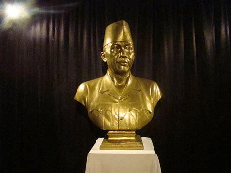 Patung Abstrak Kayu Jati 2 macam macam seni patung yang harus diketahui seni