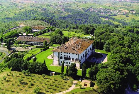 Villa Dei Cento Camini by Un Tributo A Gianni Versace Il Genio Della Moda Sfilate It