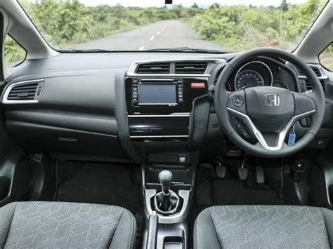 honda jazz interni new honda jazz launched in india at a price of rs 5 30