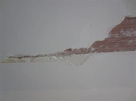 Fissure Plafond Platre by Comment Reparer Fissure Plafond Platre