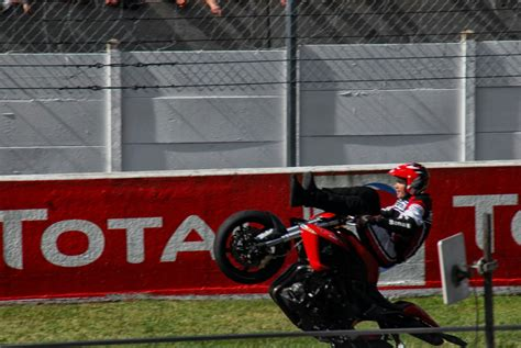 Motorrad Stunts by Motorrad Und Stunts Fotos Autocreative
