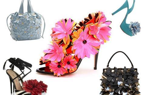 scarpe fiori fiori 3d decorano scarpe e borse per la p e 2012
