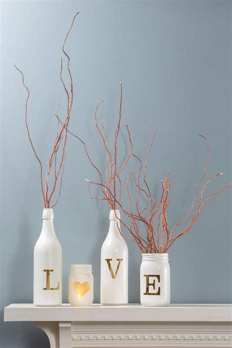 12 ideas creativas con botellas y tarros de vidrio papelisimo diy convertir botellas y tarros de cristal en jarrones de