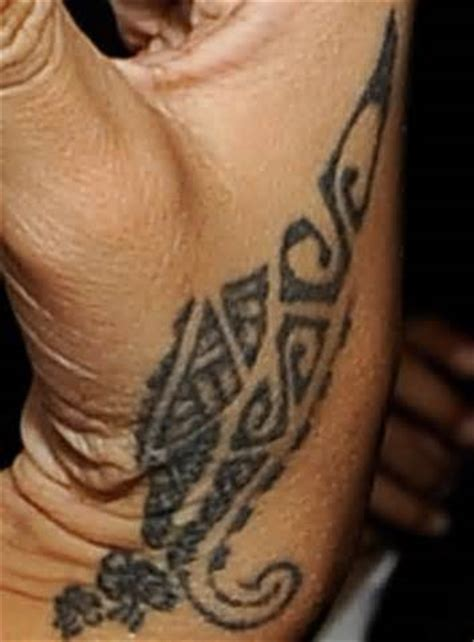 rihannas tattoo rihanna tattoos meanings rihanna tribal