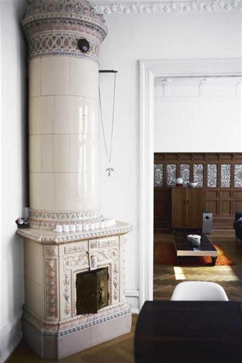swedish fireplace swedish ceramic fireplace en stilig kolonnkakelugn st 229 r i