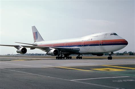 united airlines american airlines file boeing 747 122 united airlines an0108466 jpg