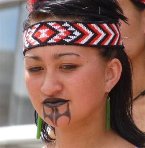 chin tattoo maori chin tattoos