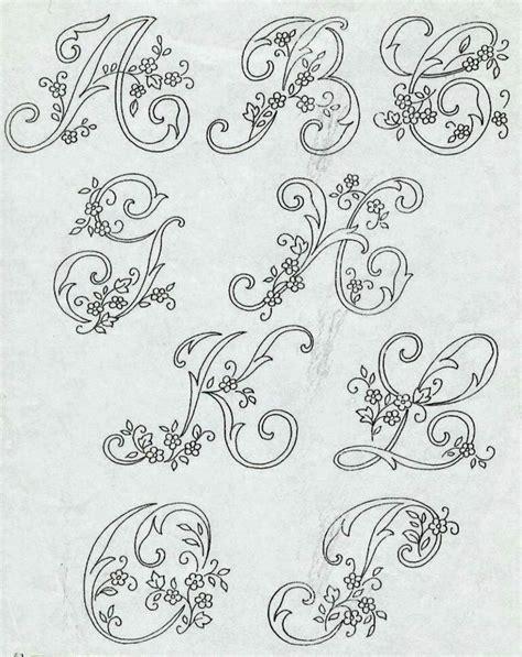 lettere ricamate oltre 25 idee originali per lettere ricamate su