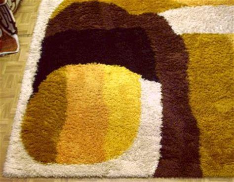 teppich gelb braun braun gelber teppich der 70er