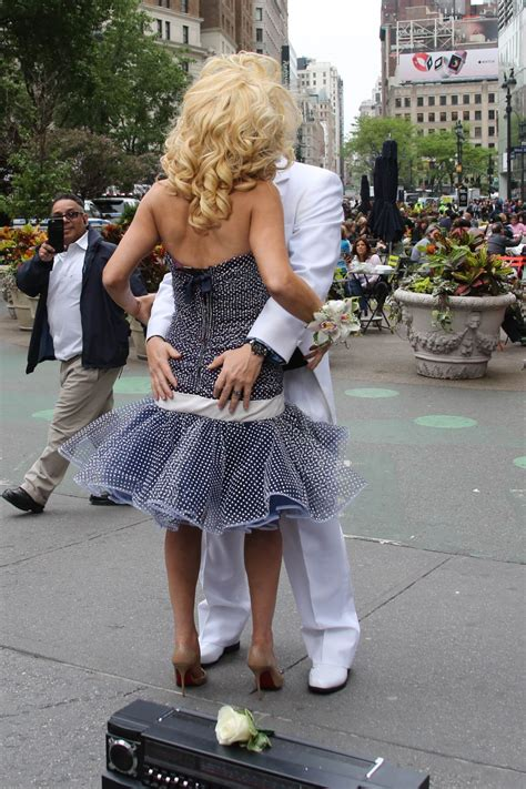 Jenny Mccarthy Prom | jenny mccarthy promotes new prom radio channel in new york