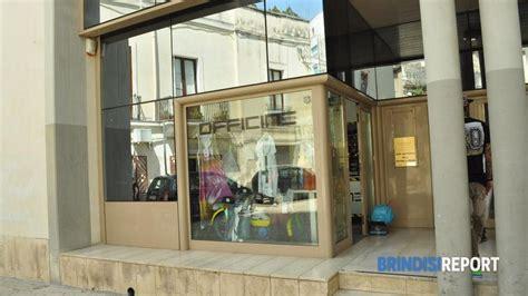 negozio ladari torino lucca negozio di ladari ladri in azione in piazza moro