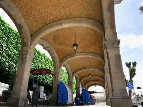 colonnade arcade and loggia definitions and differences