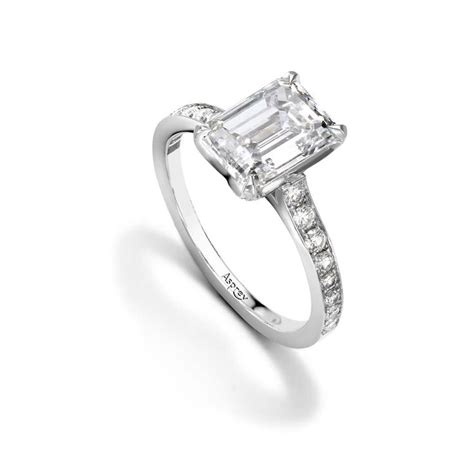 how to buy an emerald cut engagement ring