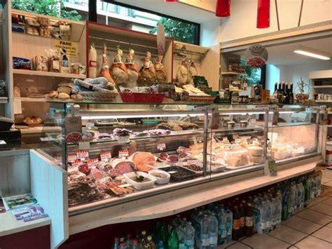 banchi salumi banco salumi e formaggi foto di salumeria gattone