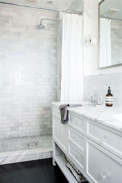 dark tile bathroom ideas best 25 dark floor bathroom ideas on pinterest
