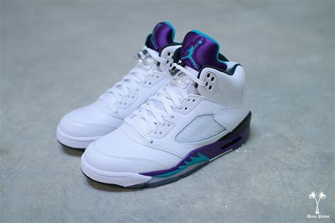 basketball shoe collection nike basketball shoe collection the awesomer