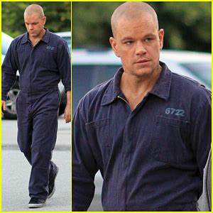 matt damon größe matt damon rocks a prison jumpsuit for his new