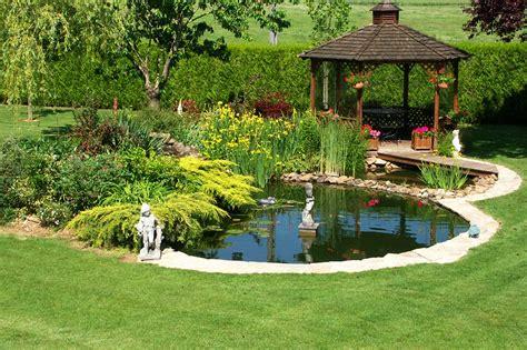 dans le jardin de installer un bassin dans son jardin mon coach jardinmon