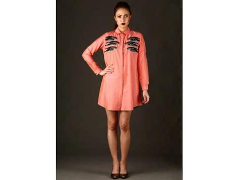evelyn sharma dresses evelyn sharma is doing pink shirt dresses we love it