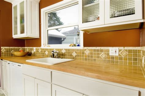 welche tapete für küche lackierte kommode neu streichen
