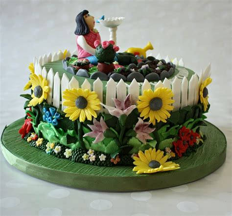 Flower Garden Cake Ideas 67415 Cake Is For A Lady Turning Flower Garden Cake Ideas