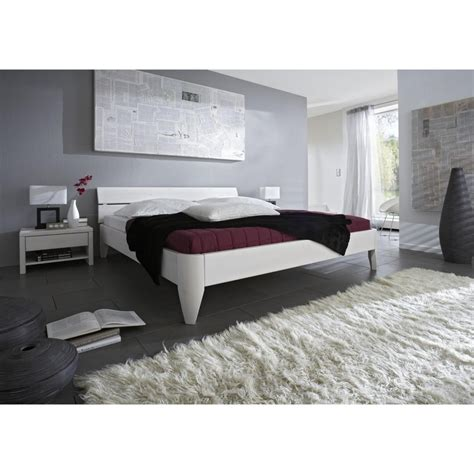bett in komforthöhe wandfarbe schlafzimmer feng shui