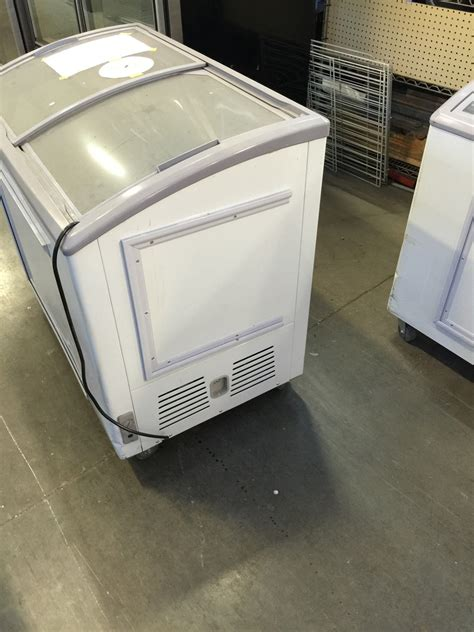 Showcase Freezer acadia xs 248y horizontal freezer showcase self contained