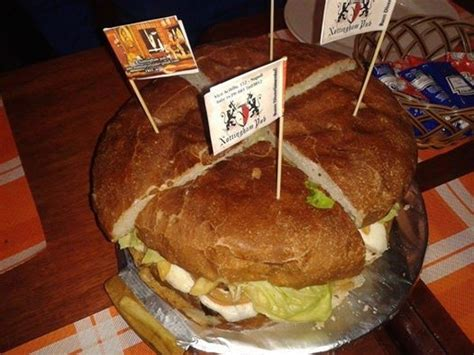 come si cucinano gli hamburger i panini giganti da sfidare a napoli