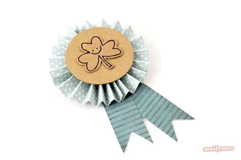 How To Make A Paper Badge - mollymoocrafts st s day crafts diy badges