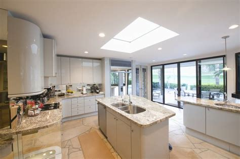 What is the Recommended Distance Between a Kitchen Counter