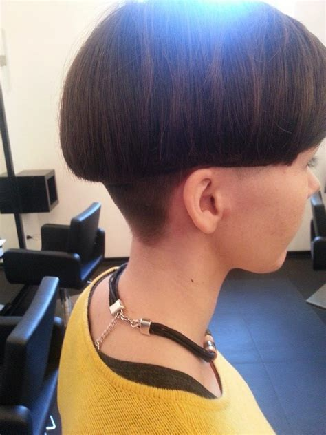short hair with length at the nape of the neck just the right length and the nape is cut in an absolutely