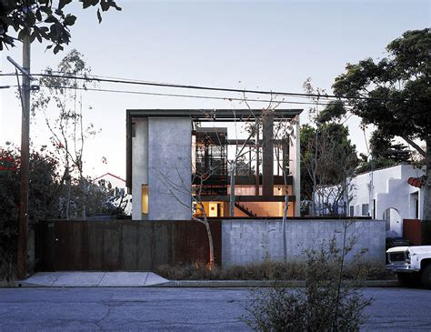 Solar Umbrella Residence by Brooks   Scarpa Architects