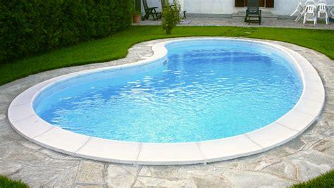 piscina in 3 cose che dovete sapere sulle piscine in vetroresina