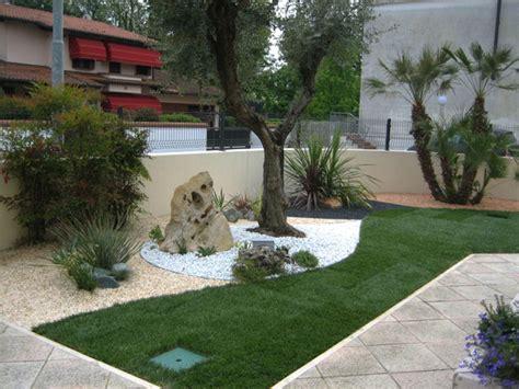 giardini con sassi colorati realizzazioni aiuole arboretum vivai gifer giardini