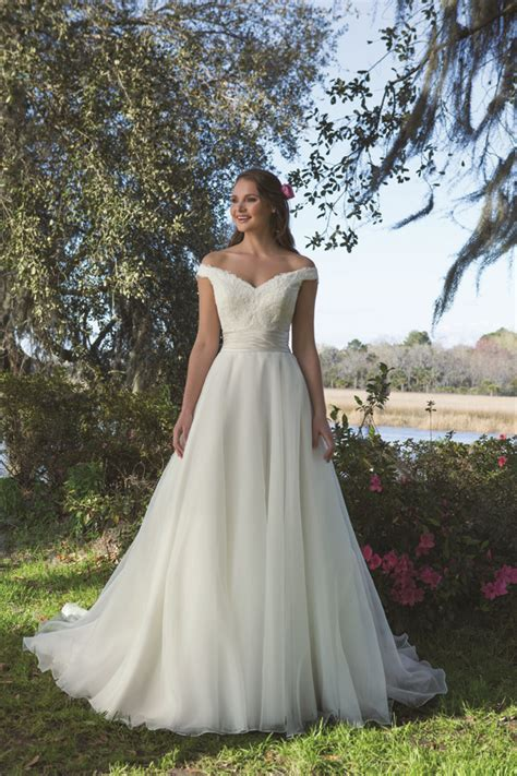 How to Choose the Best Wedding Dress for Your Body Shape